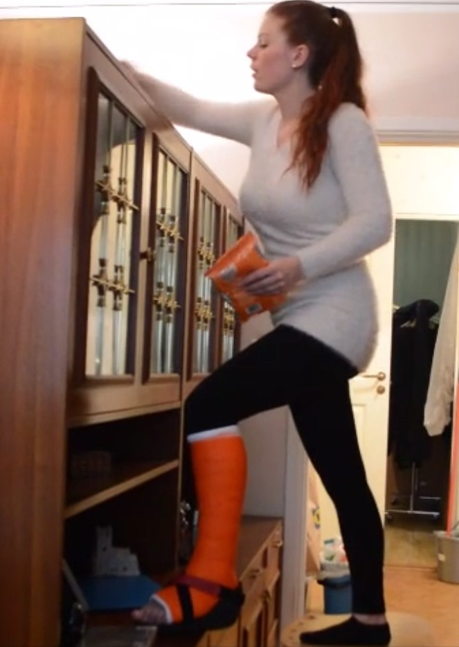 Patreon FREE PREVIEW: Ice in orange SLC - cleaning the room...