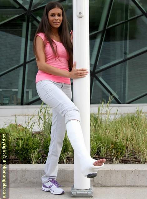 Lia white plaster SLWC  - Pix Big & Short Clip