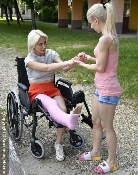 Amydouxxx - pink LLC in Wheelchair - Pix & Clip