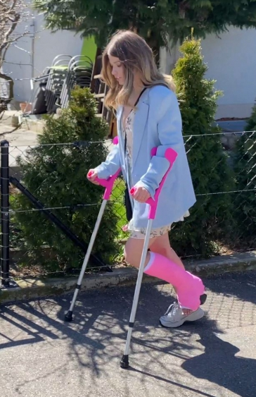 Katia in pink SLWC on crutches (Part 2)
