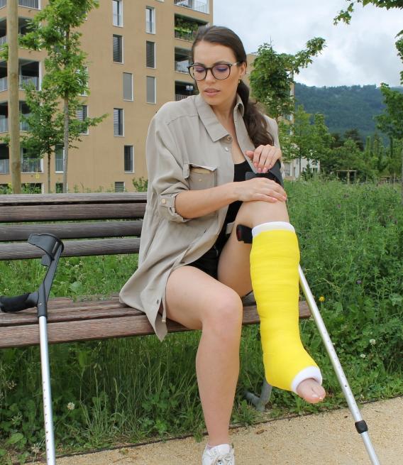 Alessia SLC on crutches