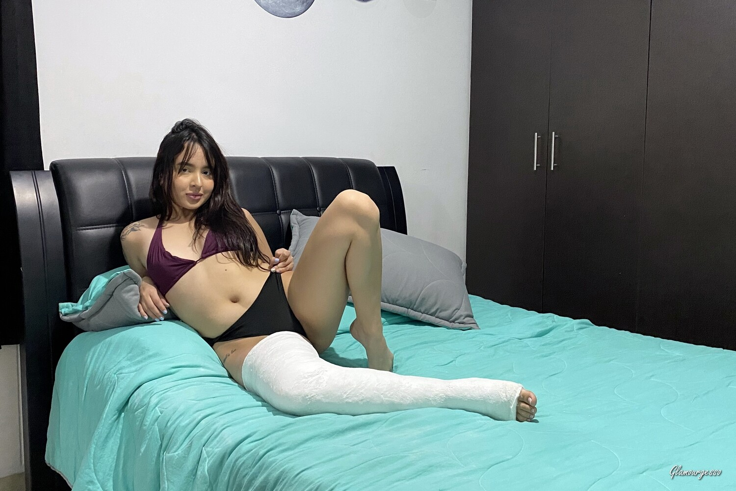 Colombian amateur model Juliana acts in an extremely sexy and involving story leading her in a DUAL_LLC making her able to move only with her wheelchair.  You will follow her in an extremely long walk on crutches in the streets of her city