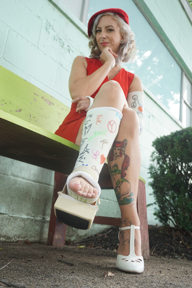Jessica LAC + SLC - Jessica broke her left foot and her left arm ... now struggling with her casted limbs ... (Video Part 2)