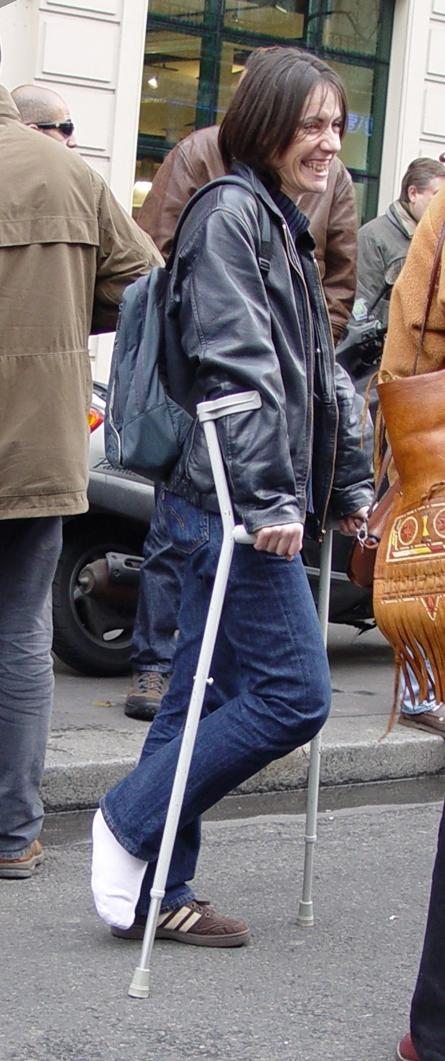 New set with woman on crutches wearing a slightly tip-toed SLC.