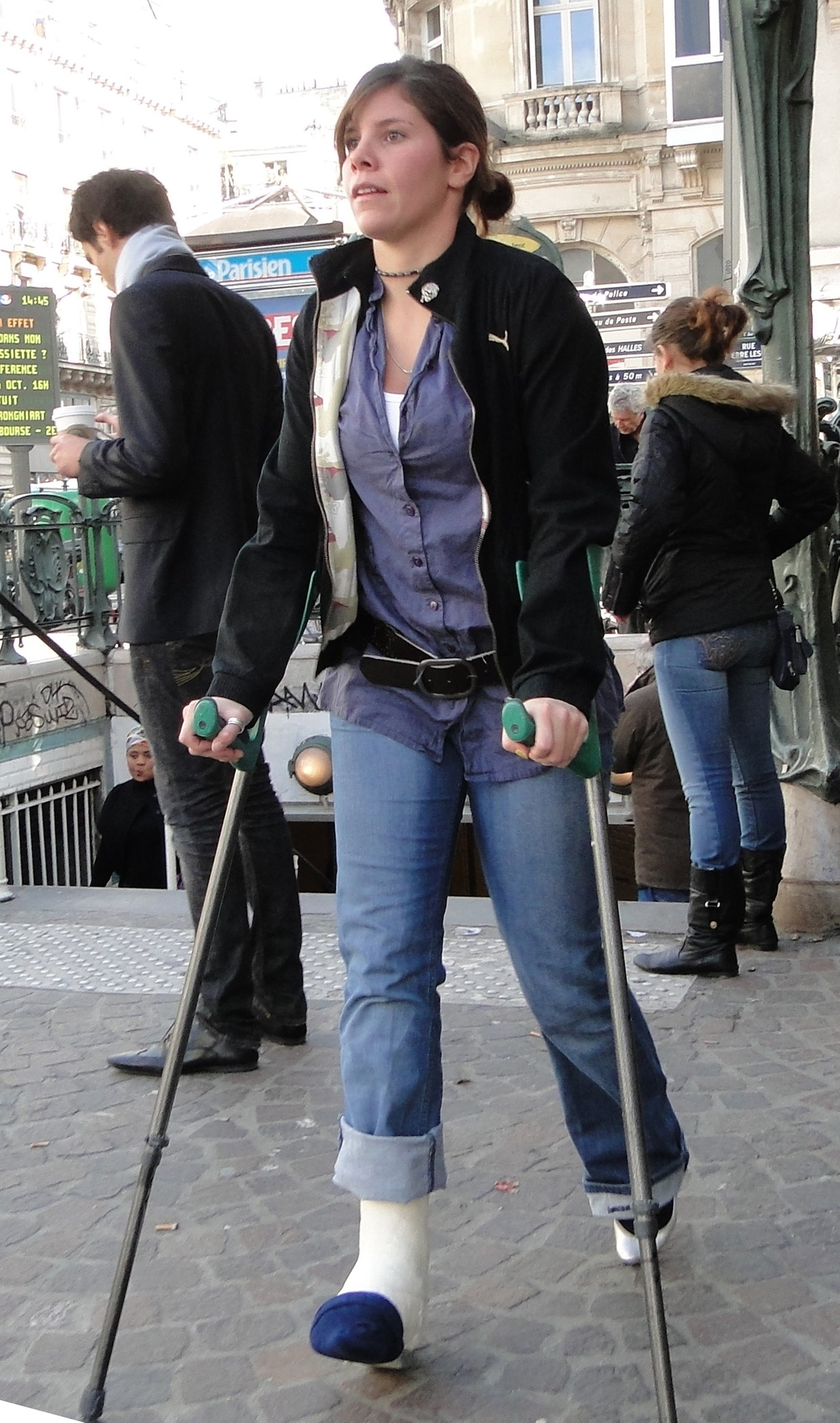 Woman with plastercast and crutches.