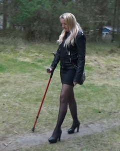 Alva Sprain - Alva walks with the help of a crutch due to an injured foot and has now taken a shortcut to arrive in time for the meeting in the office. Unfortunately, she did not think that her foot is still far from good when...