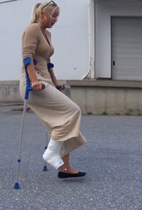 Trixie SLC - Trixie crutches back to the car after finding a pair of shoes she wanted in the shoe store. She even takes a longer way back to the car so we can have plenty of time to take a look at her cast and also see how sexy she is...