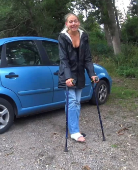 Rose SLC - This is another short clip with Rose her short leg cast where she wants to show us one of her favorite places in the city she lives in. She crutch down against the river so we can see a nice bridge in the background.