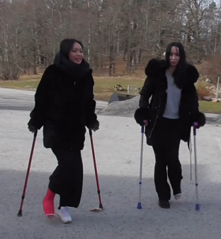 Bunny red LLC & Molly black SLC - Molly catches up with her friend Bunny in this clip. Molly has a black SLC on her left leg and Bunny has a LLC on her right leg so both of them are on crutches. They crutch down some steps and after some time both...
