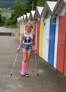 Melanie SLC - a plastered leg doesn't stop her - Free Trailer