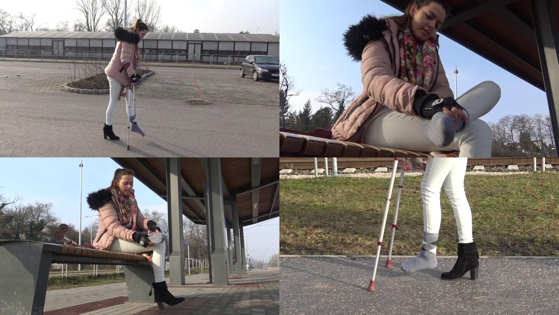 Chloe - Visiting a friend (Videos)