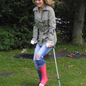 Amilia red SLC on crutches