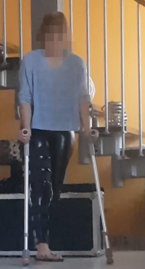 Wife with Kneebrace, crutching, oneshoe in leather leggins